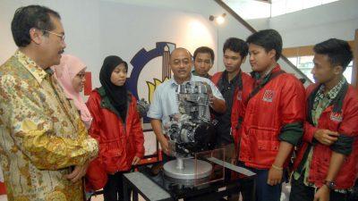 AHM Donasikan Mesin Produksi dan Sepeda Motor ke ITS