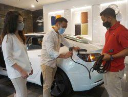 Showroom Mobil Premium Ini Tawarkan Test Drive Tesla Model 3 Facelift