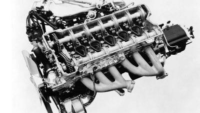 Mercedes-Benz, Kembalinya Mesin Enam Silinder Segaris